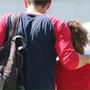 Alumno dejando el campus